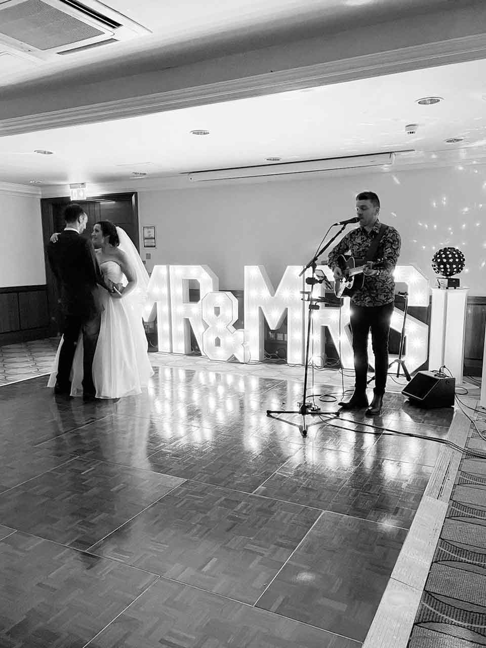 hire entertainers for wedding